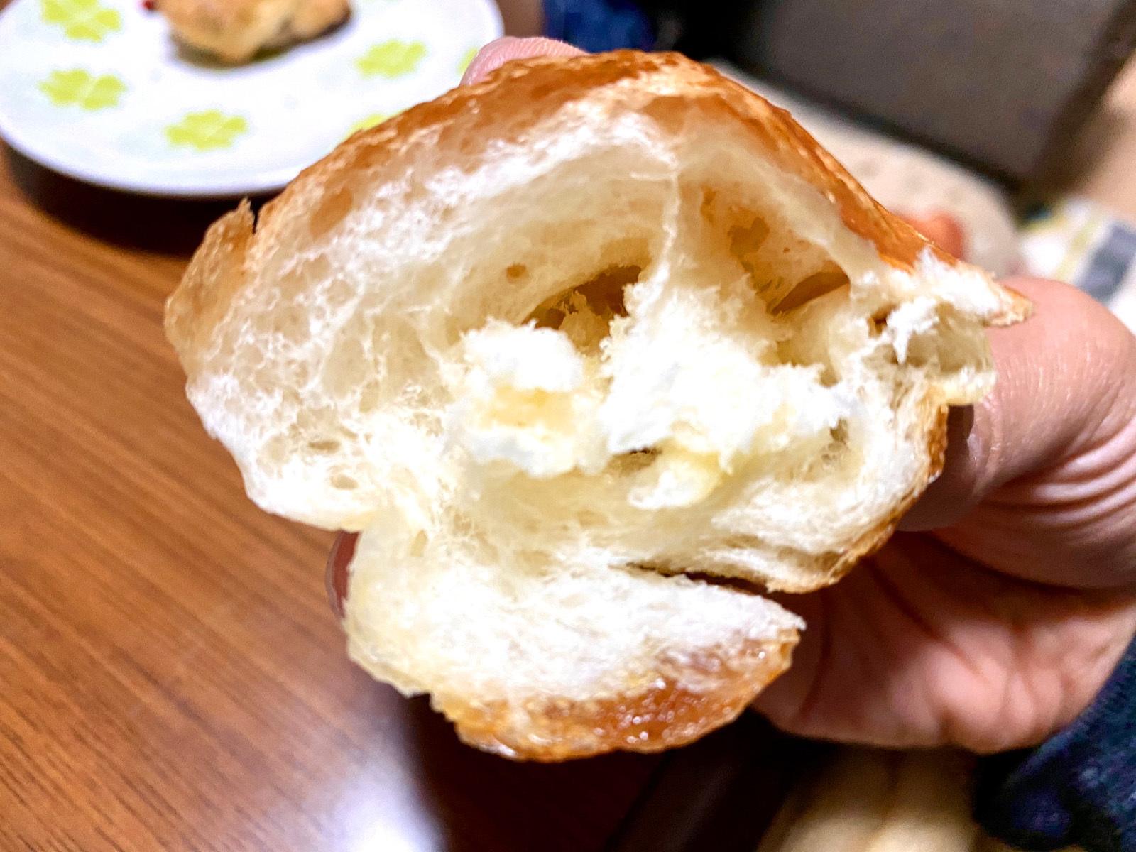 石窯パン工房PaPaBeRu 丸亀店 07 塩パン (断面)