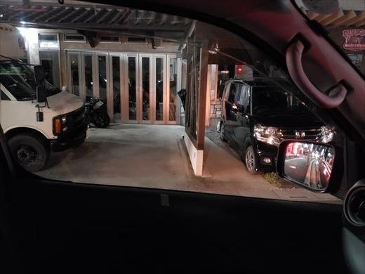 駐車場に入る車を探す (15)